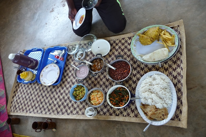 Traditionelles Lunch im Homestay im Kibale Nationalpark