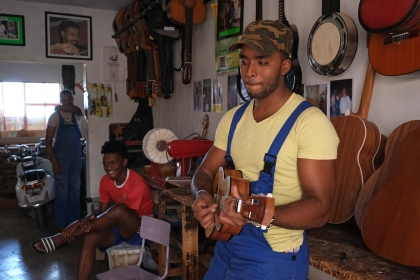 Gitarrenbauer in Mindelo